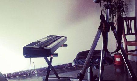 Làm thế nào để quay phim khi chơi piano không bị vấp?
