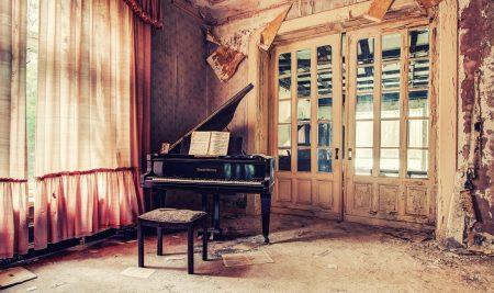 Niềm đam mê với piano vẫn âm ỉ cháy trong chị dù ngày ấy chị không thể học piano